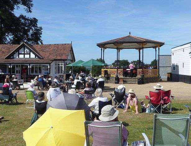 Music on the Bandstand - Soul Train Choir
